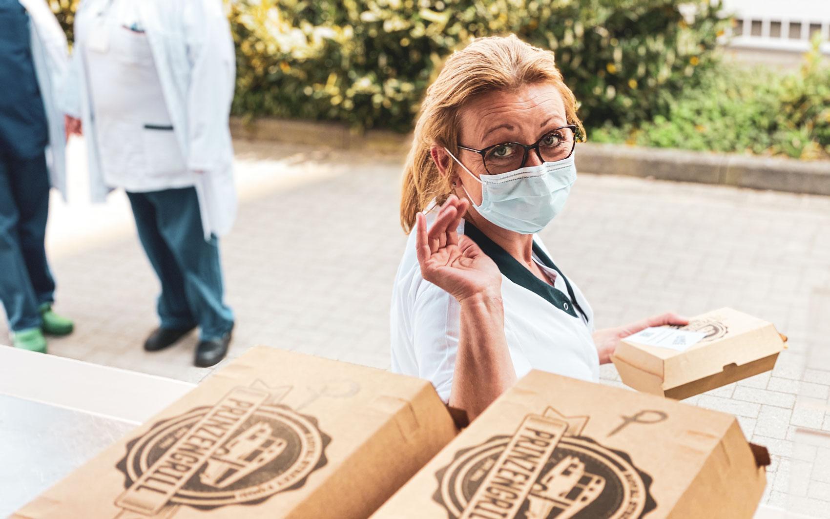 Danke Team Aktion Burger und Limonaden für systemrelevante Berufe Stadt Essen Ruhrgebiet