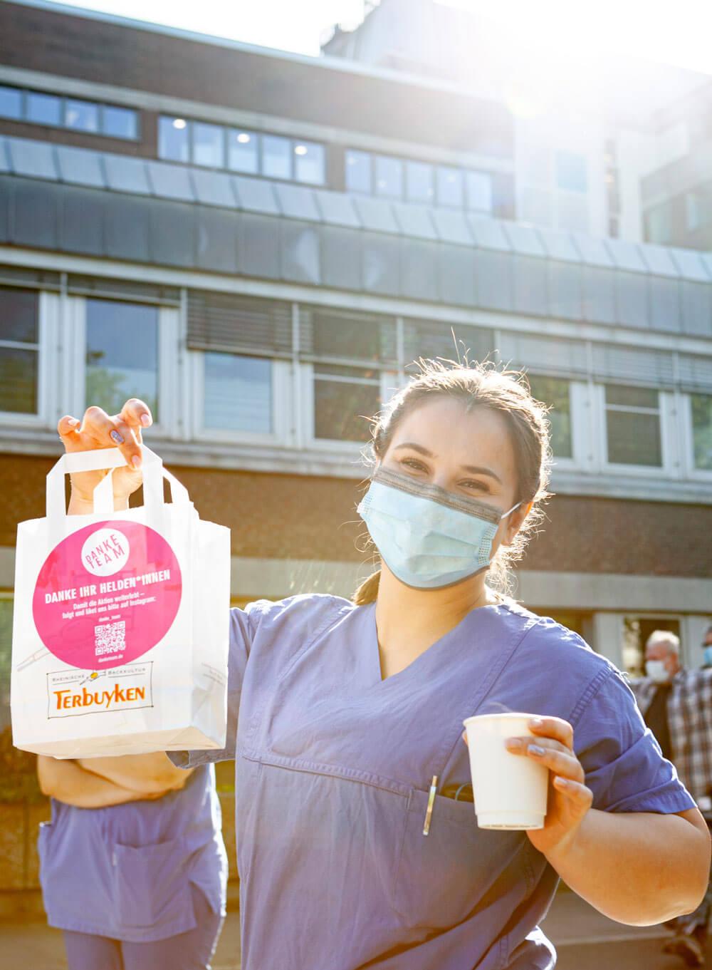 Danke Team Aktion Backwaren der Bäckerei Terbuyken Düsseldorf für systemrelevante Berufe Krankenhaus Foto-Feedback